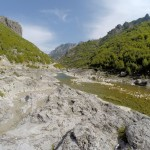 Der Fluss am asphaltierten Teil der südlichen Route nach Theth. Lohnt sich auch mit normalen 2WD Fahrzeugen.